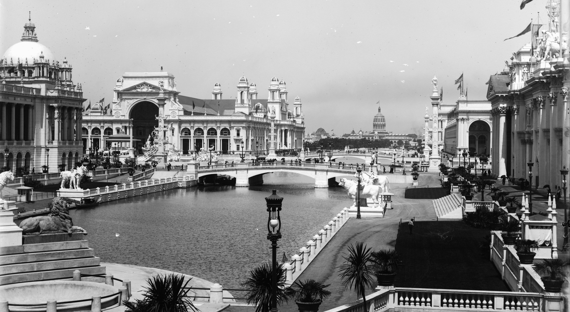 Black and white photograph of canal and buildings at the Chicago Columbian Exposition, 1893.